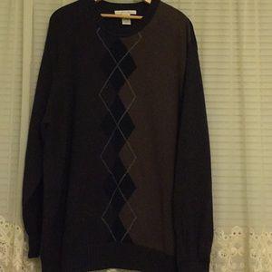 Geoffrey Beene Men's sweater.